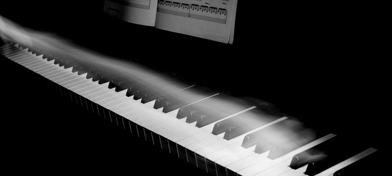 Piano-Ghost-Hand-800x360