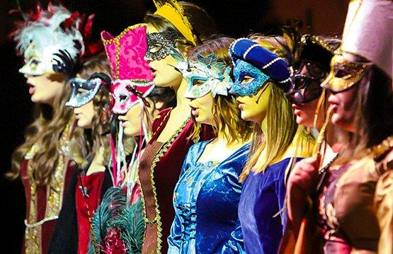 Star-Spring-2015-Madrigal-Dinner-Royal-Court-Ladies